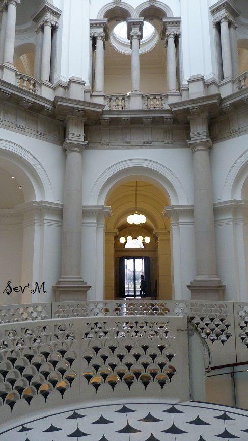 Escalier de l'entrée.