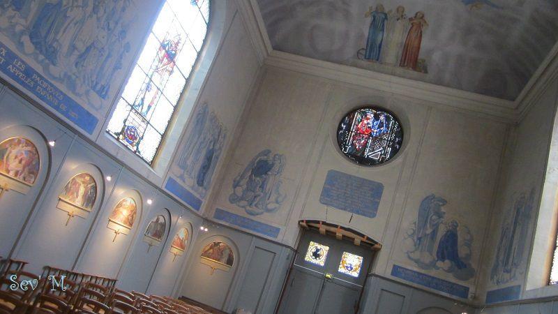 La chapelle entièrement restaurée et décorée par ses soins.