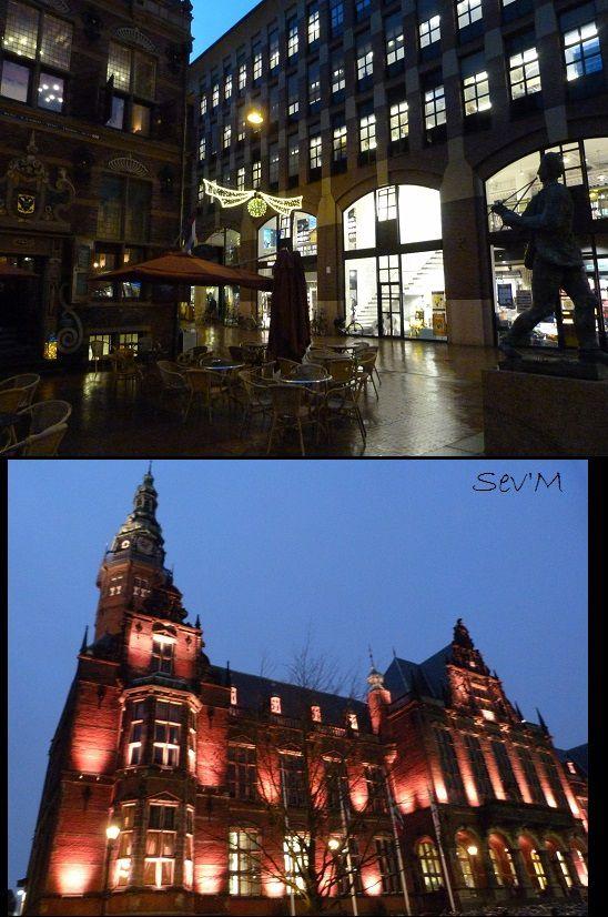 La nuit, la place principale de la ville, un joli resto où j'ai dîner avec délice et l'université et son éclairage dramatique.