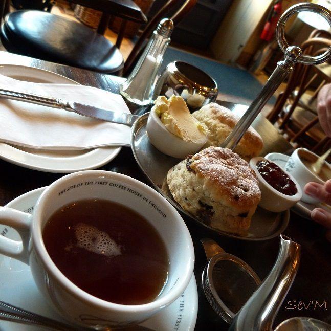 Encore des scones et du thé dans le plus vieux salon de thé d'Angleterre (enfin c'est eux qui le disent!).
