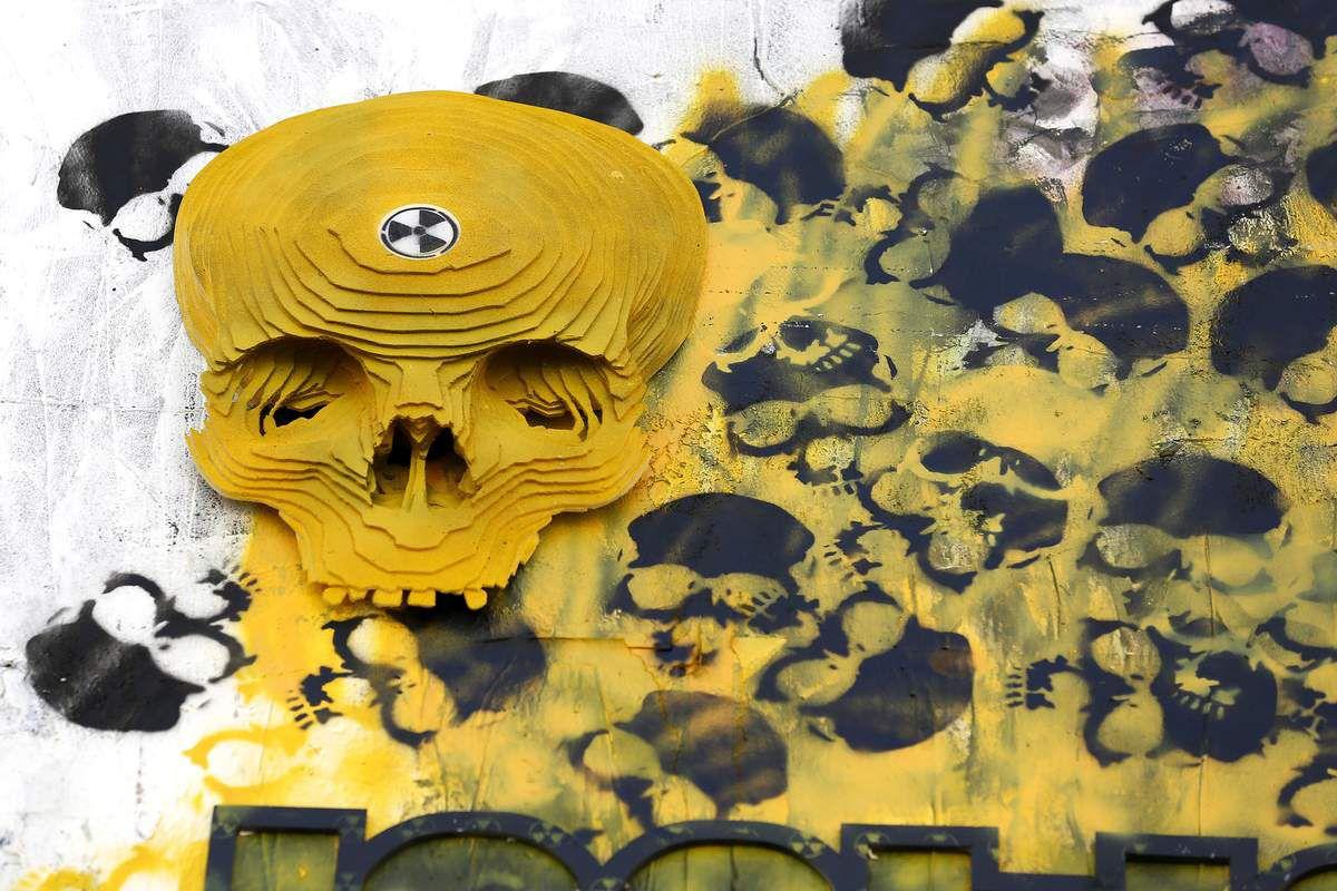 Street_Art_Stencil_Pixal_Parazit_Laszlo_VS_COMBO_PARIS_2015