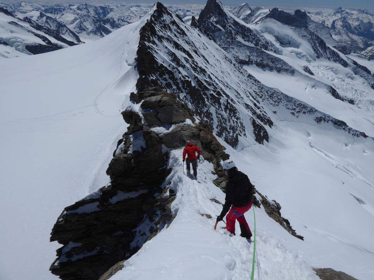 Dea et Andrew à la descente du Gross Fiescherhorn