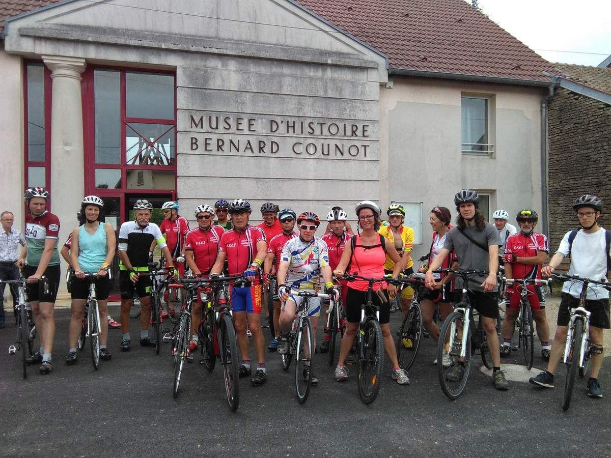 Samedi 03/06/17 : Fête du vélo organisée par l'office du tourisme. Malgré un temps très orageux, 25 cyclos ont parcouru le circuit de 49 km avec ravitaillement à Bazoilles/meuse et Liffol le Grand où une visite rapide du musée d'histoire Bernard Counot nous était proposée