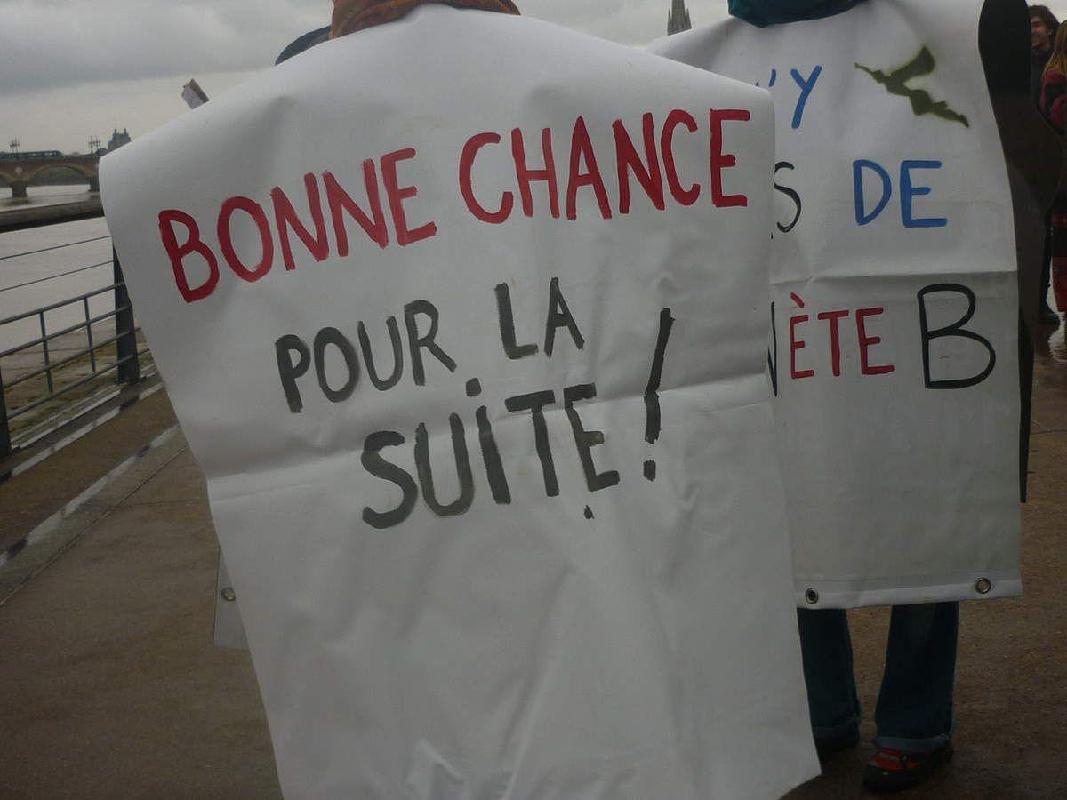 Une chaîne humaine à Bordeaux pour la défense du climat