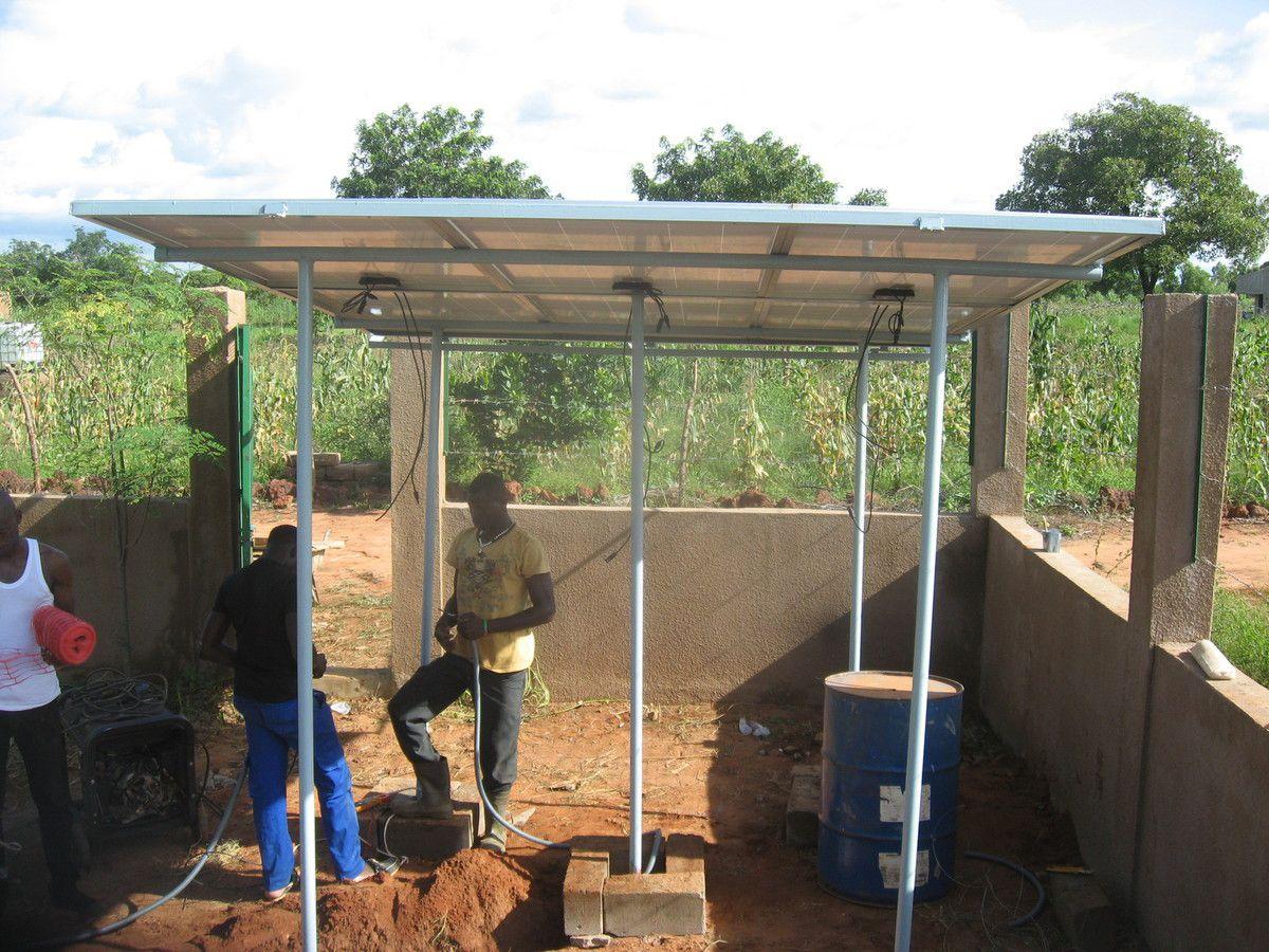 Travaux de reprise et de rajout de panneaux photovoltaïques du forage du projet Wurodinisso à Doufiguisso