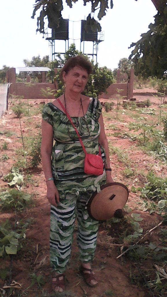 Visite de Marie-Christine GIORDANI de France, des activités de culture maraîchère du projet Wurodinisso