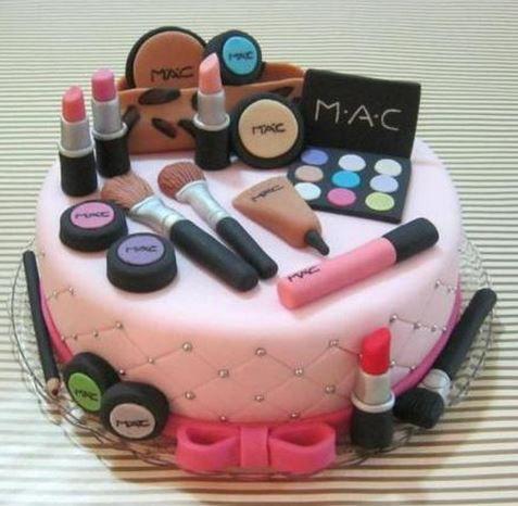 Un gâteau spécial beautyaddict !!! Il est à tomber!!! vous ne trouvez pas???