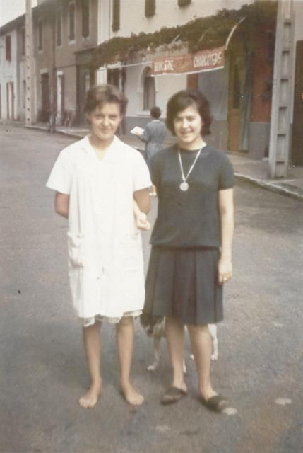 La soeur à Jean Pierre, Jean Pierre, son frère, la rue de la cité et la boucherie BAUDOIN.