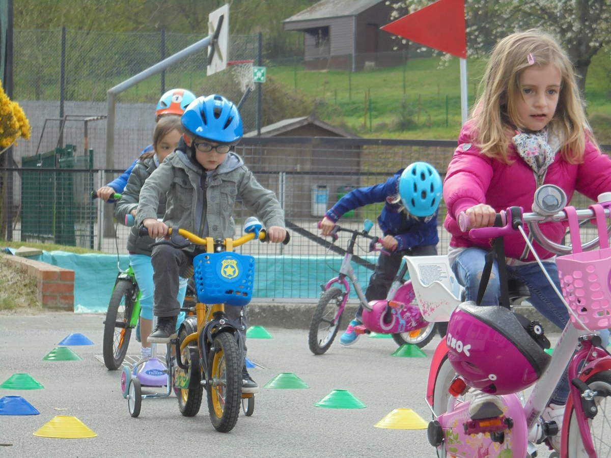 Une semaine avec son vélo à l'école.