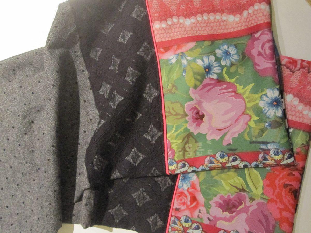 écharpes, boucles d'oreilles, broches et pochette de soirée