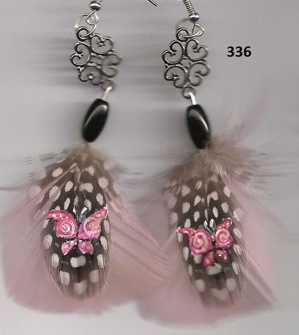 336 papillon sur plume de pintade