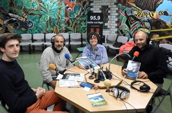 Stéphane DUGAST et Véronique MEROUR étaient les invités de la 137ème émission de radio Notre Transat (0 droite : Grégoire CHERON : leur attaché de presse)