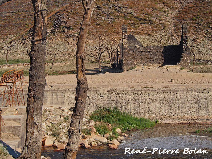 Ancien canal de Nantes à  Brest. Ecluse du Pouldu.