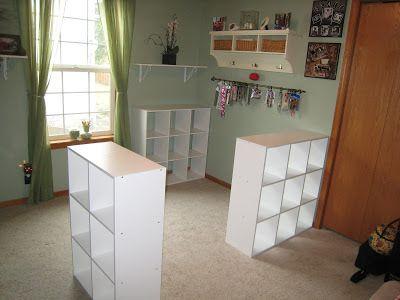 Avec seulement 3 étagères Ikea , il a pu offrir CECI à son épouse ! Quelle idée de génie !