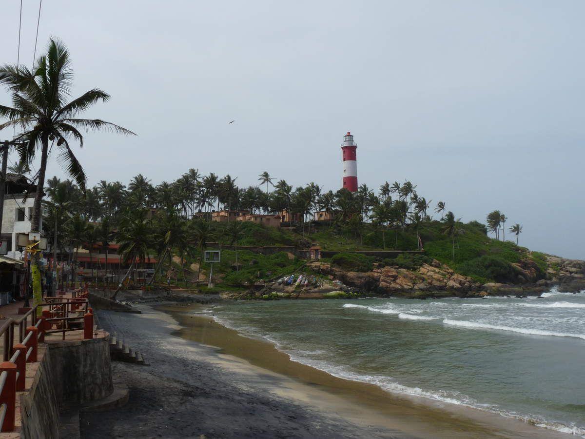 Kovalam : sur la route, les plages et leus méduses, le phare, la mosquée
