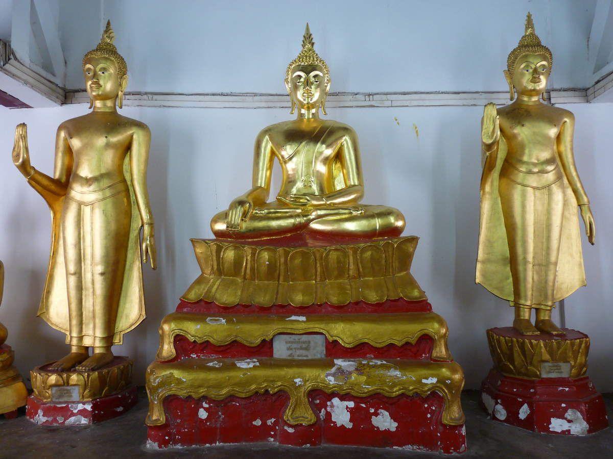 Phitsanulok : Wat Phra Si Rattana Mahathat, la tour de l'horloge, un imprimerie manuelle