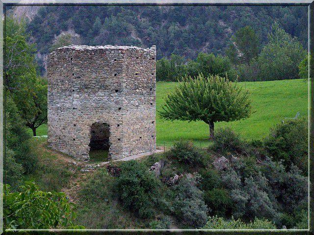 Bien que petite, cette tour parait gigantesque !