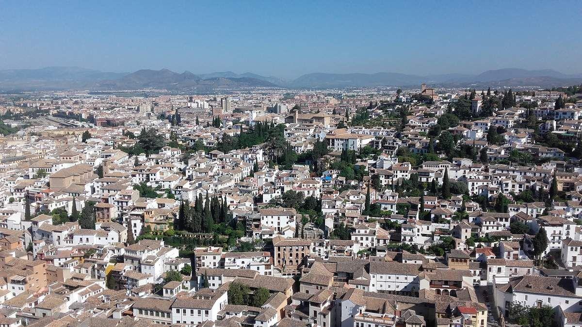 Un aperçu  de Grenade depuis l'Alcazaba sur le site de l'Alhambra