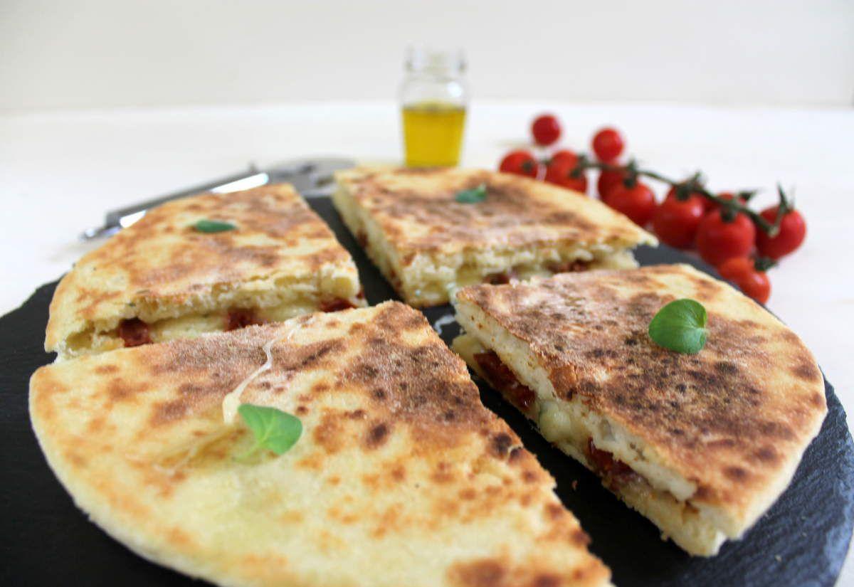 Focaccia grillée aux tomates et mozzarella