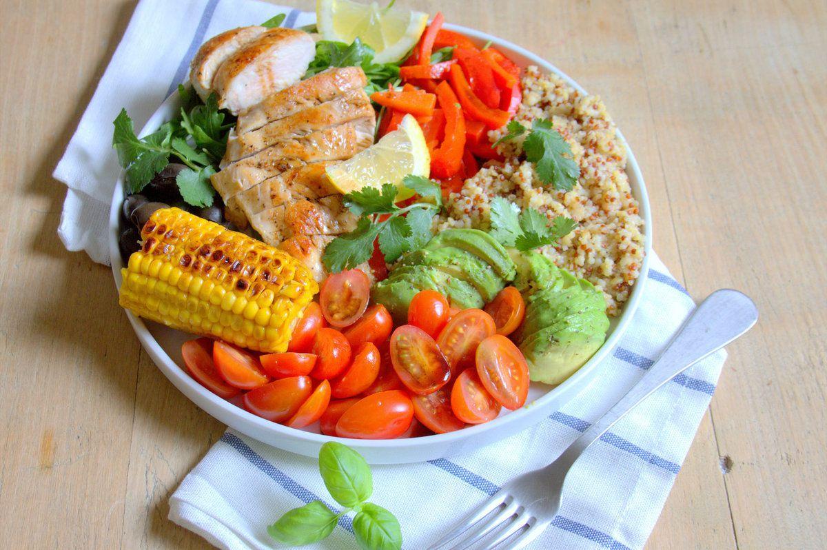 Salade de poulet grillé à l'huile d'olive et ail