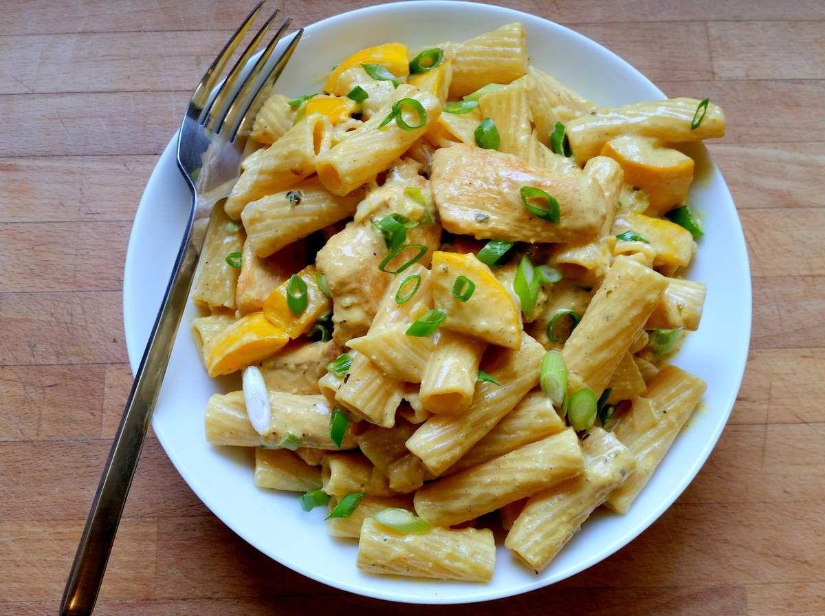 Tortiglioni poulet, courgette jaune et curry