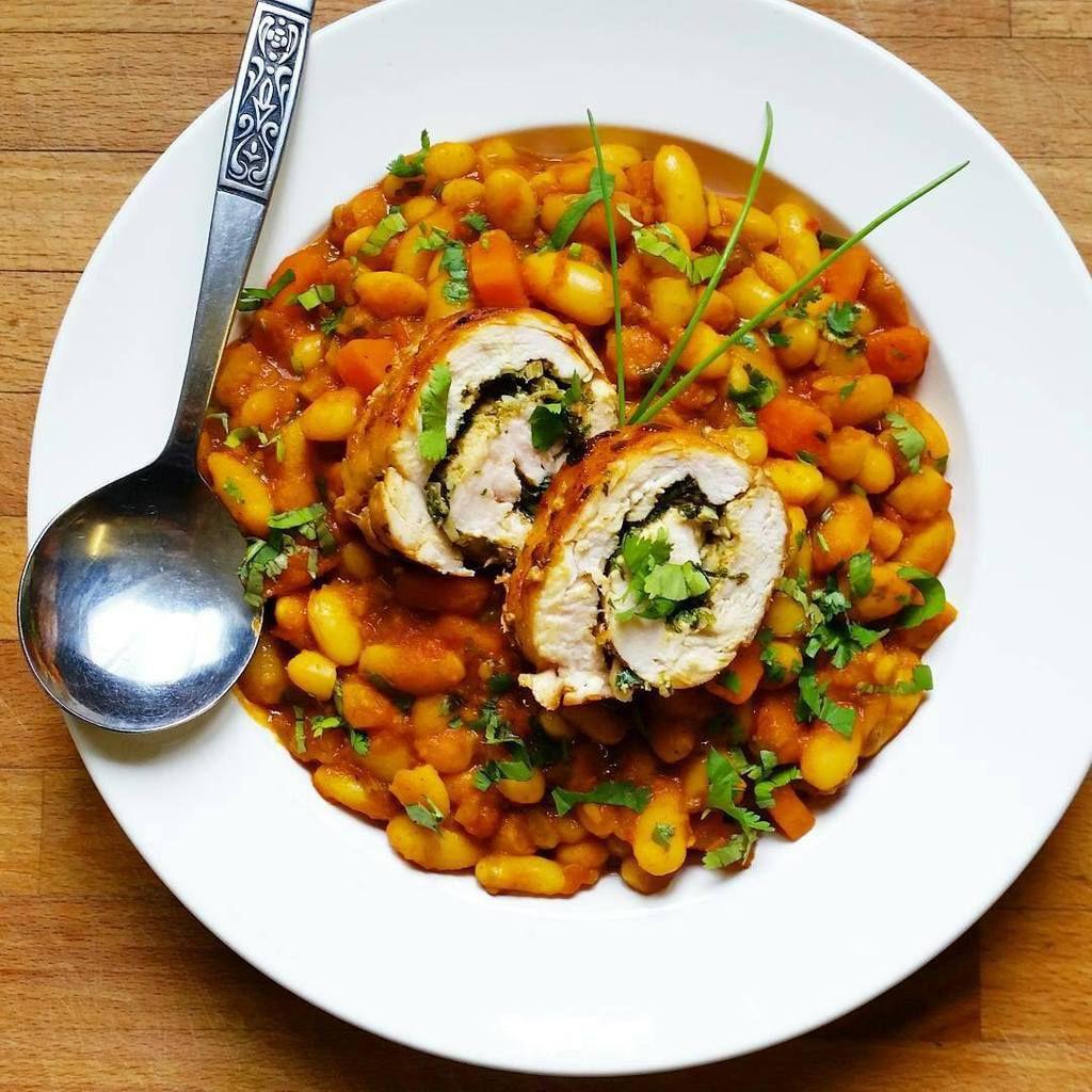 Haricots aux carottes à la marocaine et roulés de poulet à la charmoula