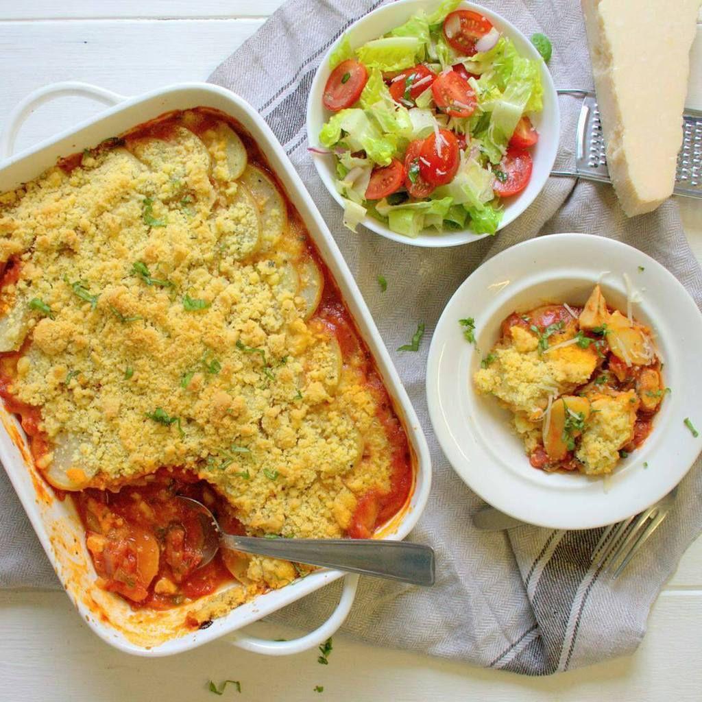 Crumble de blanc de poulet à la sauce tomate et basilic et pommes de terre