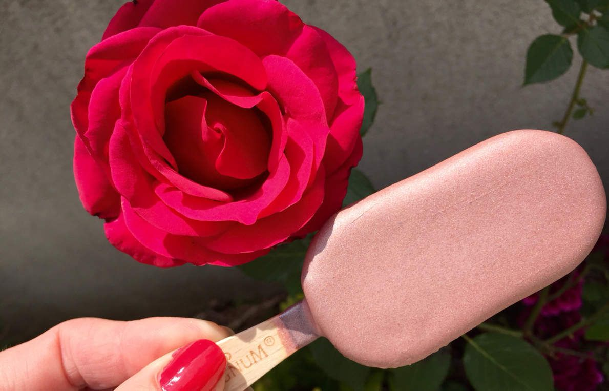 Je teste Magnum Pink ou Black?? @magnumicecream  #magnum #ice #cream #pink #black #glace #rose #noir #food #insatafood #good #intagood #tropbon #paris #france