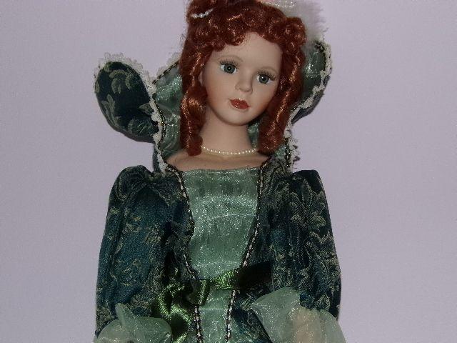 Poupée de collection en porcelaine 56 cm rousse aux yeux verts