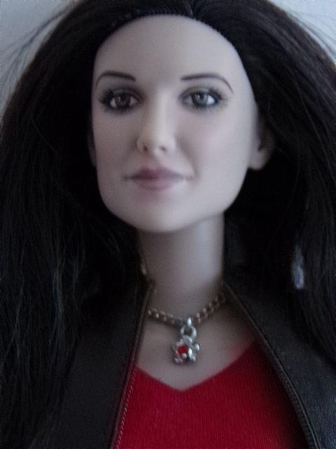 Poupée Tonner Vampire Diaries Elena Gilbert