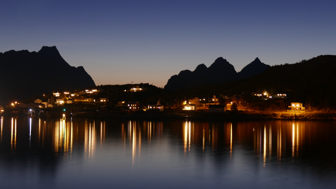 Reine by night