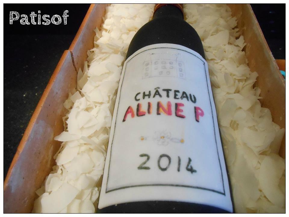 Gâteau bouteille de vin : tout est comestible, bouteille réalisée en pâte a sucre (wine fondant cake )
