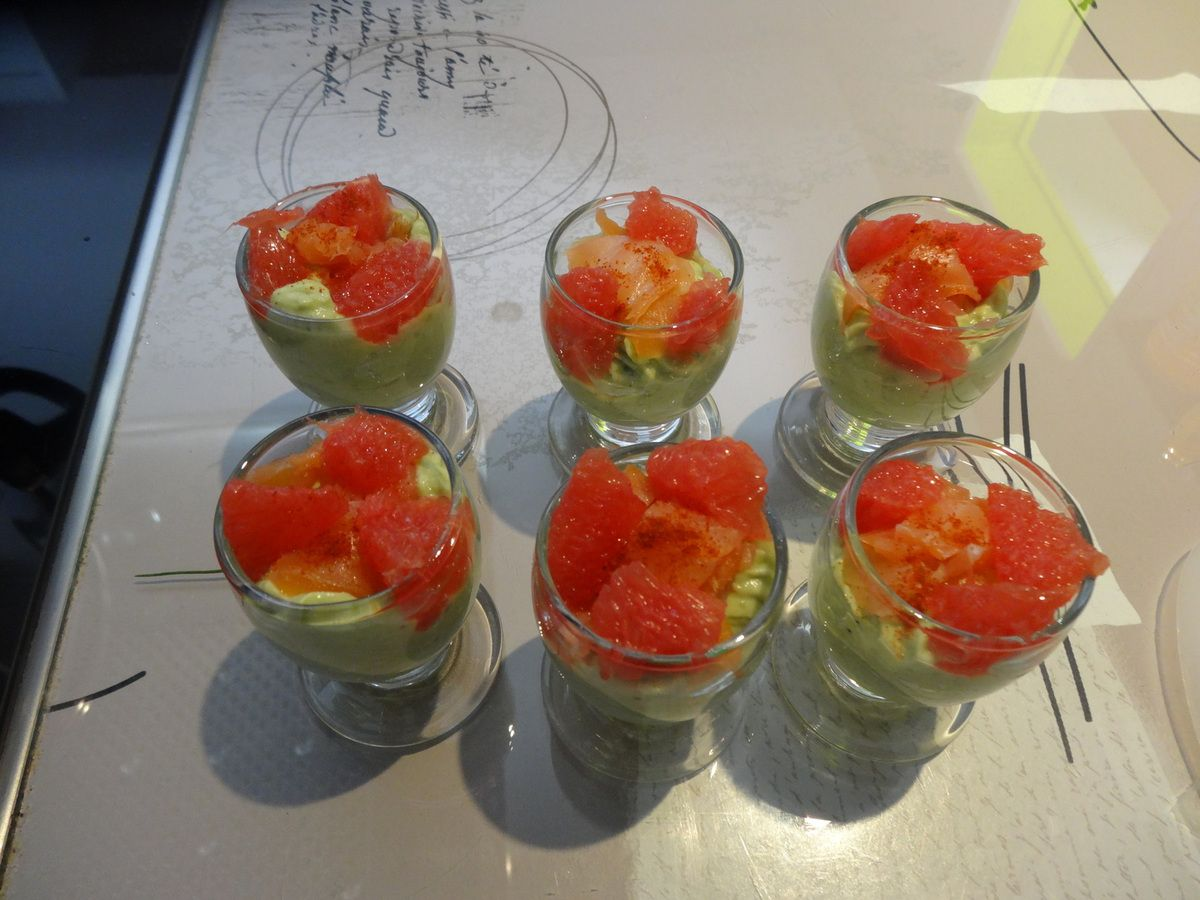 Verrine avocat saumon et pamplemousse rose