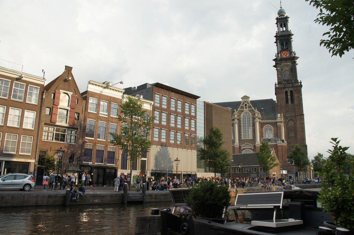 Maison d'Anne Frank, à gauche