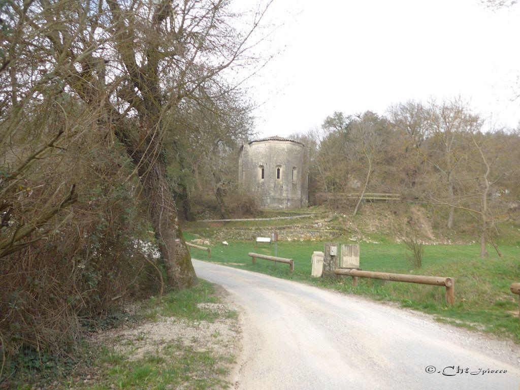 Le Prieuré de Carluc.              Il fut l'une des grandes étapes sur cette route qui menait d'Espagne en Italie via la Provence