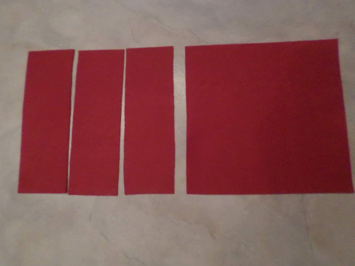 Sur des plaques de feutrine rigides de 30/30, faire 3 bandes de 10cm