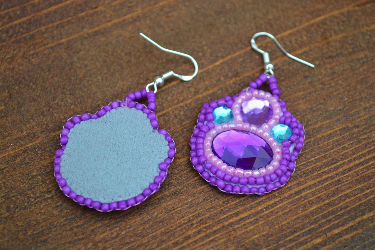 Boucles d'oreilles brodées en perles de rocailles et strass