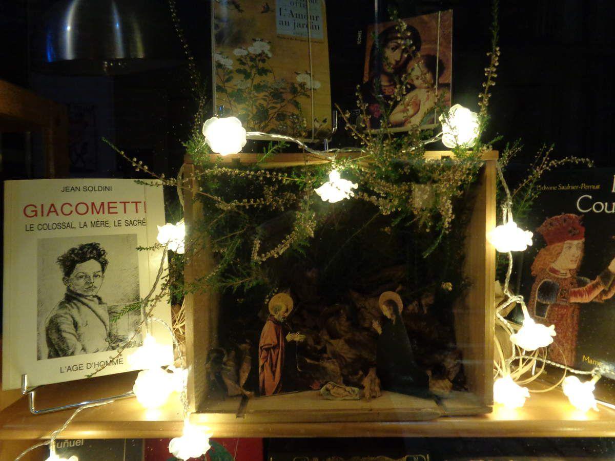 La librairie est resplendissante pour vous accueillir durant ces derniers jours de l'année