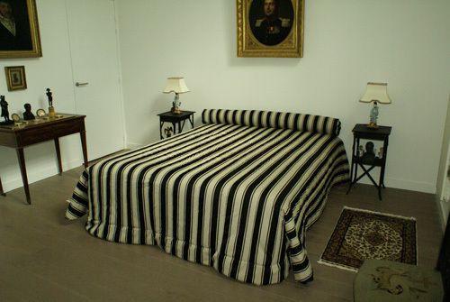 Dessus de lit et traversin matelassé par l'atelier de la villa