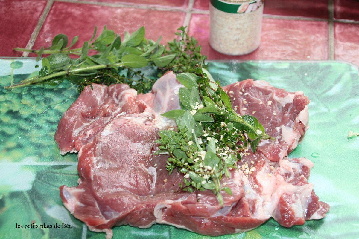 Epaule d'agneau farcie au thym citron et à la marjolaine