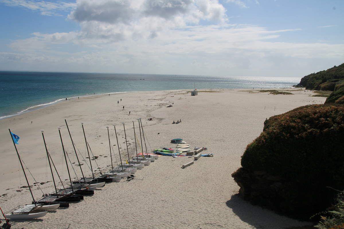 La plage convexe est la plus grande plage de l'île de Groix