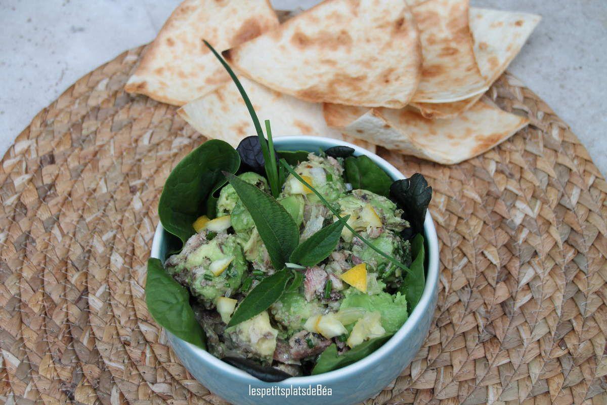Salade d'avocat aux sardines à l'huile d'olive et à la sauge ananas