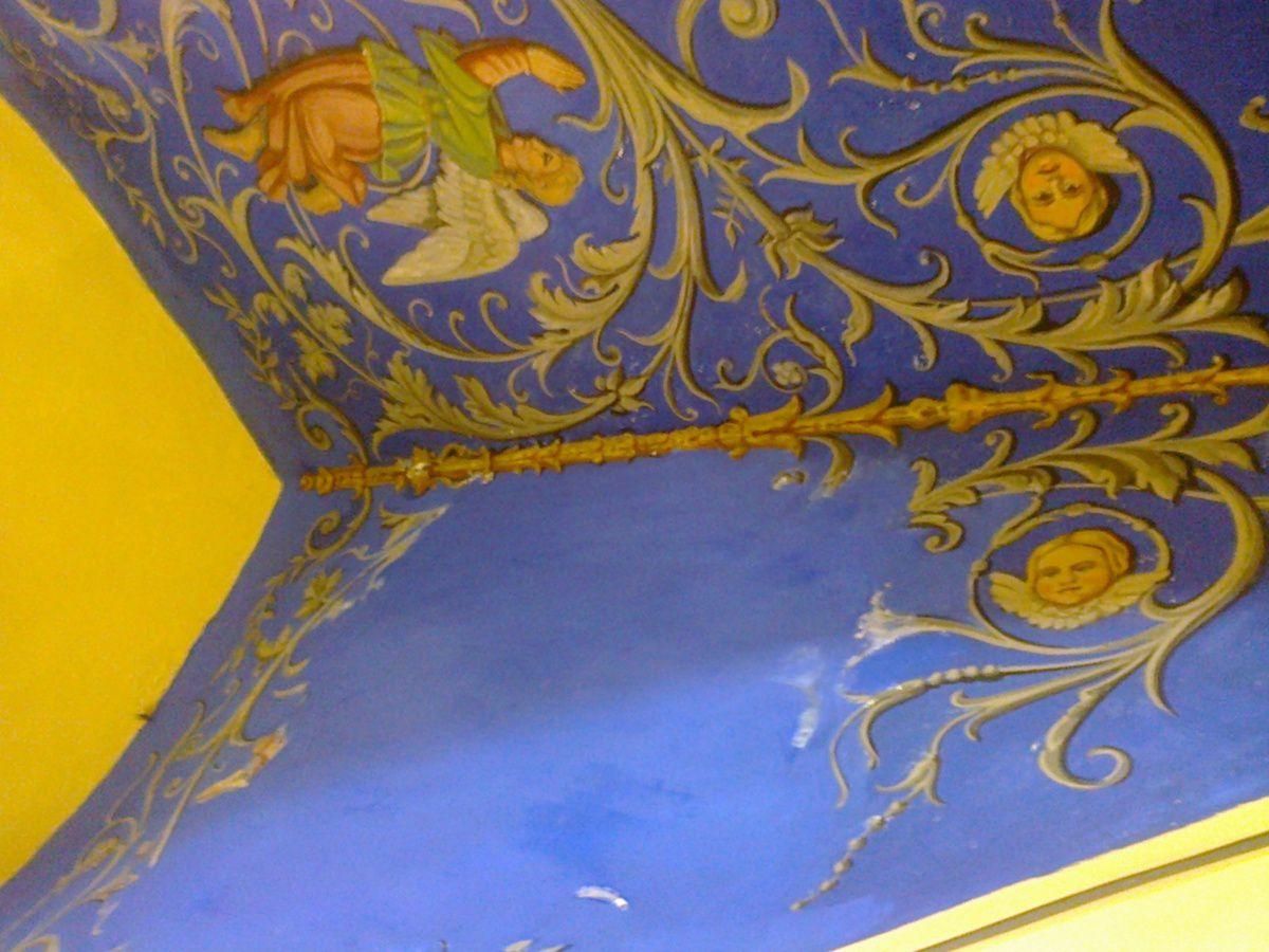 Fond bleu avant l'ange