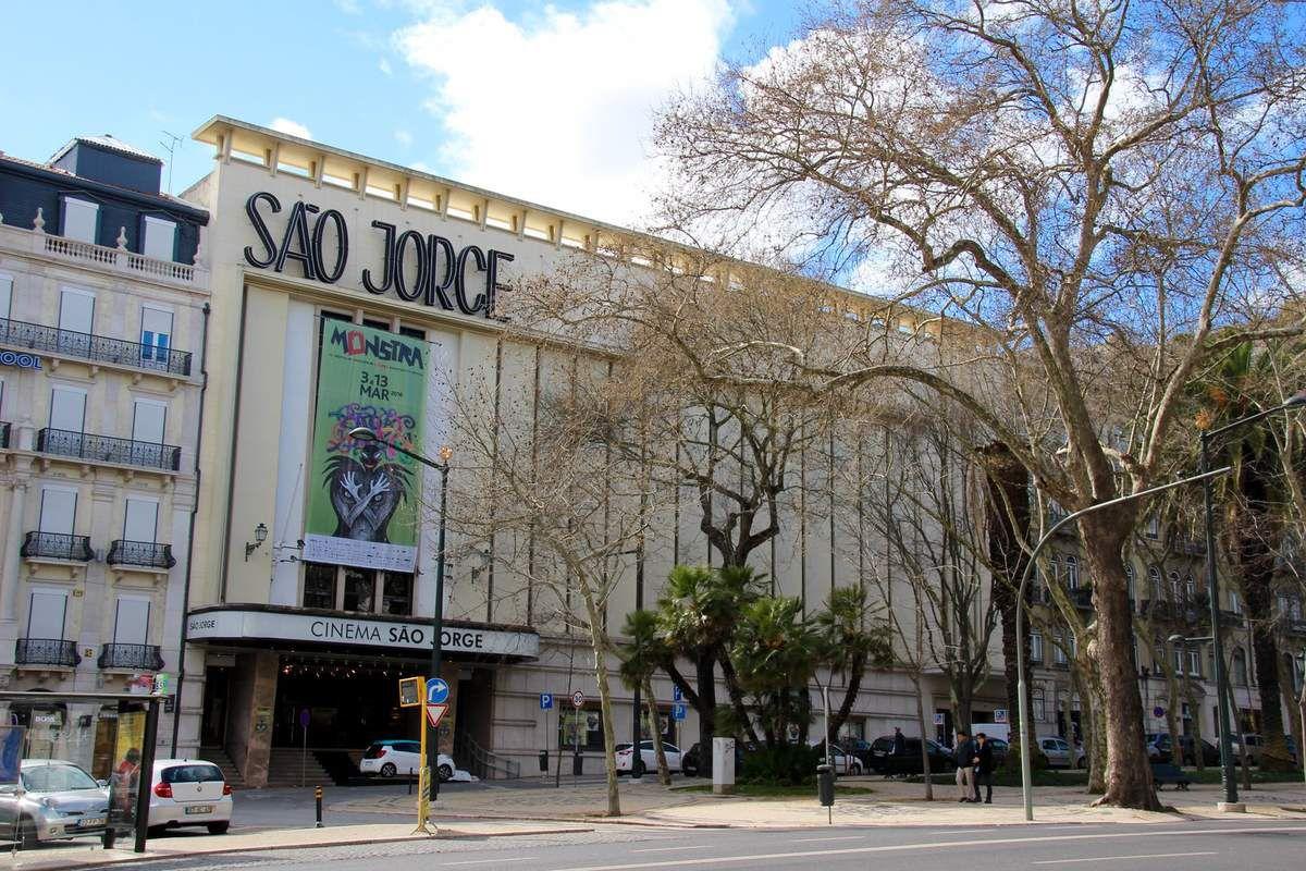 Ce cinéma a une salle magnifique de 800 places encore dans son jus des années cinquante