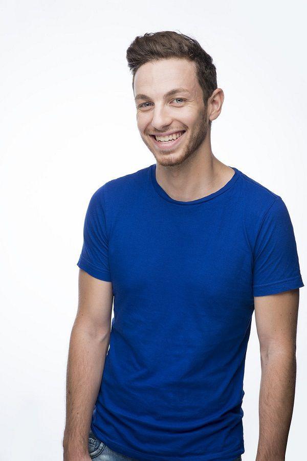 Partez à la rencontre de l'humoriste qui monte, Alex Ramirès !