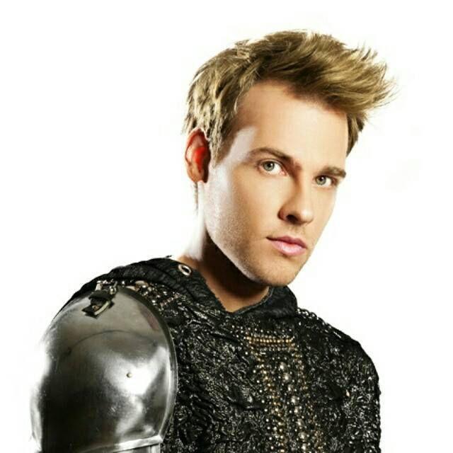 Rencontre avec Charlie Boisseau, le chevalier Lancelot de la comédie musicale La Légende Du Roi Arthur !