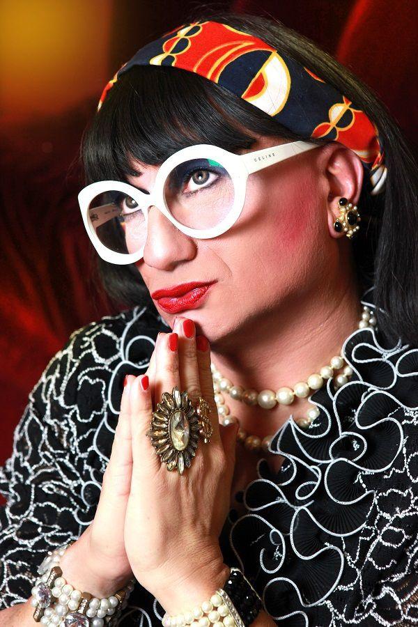 Martine Superstar vous présente son premier one woman show Veuve Toujours !