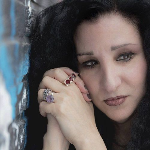 Learn more about Linda Rocco ! Her career, her new single and her projects !
