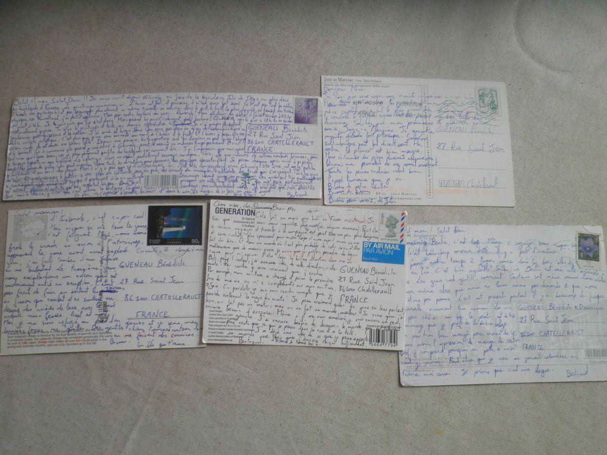 Example de cartes postales consistantes : voici celles que j'ai pu envoyer à mes parents. Celle en haut à gauche est la dernière en date.