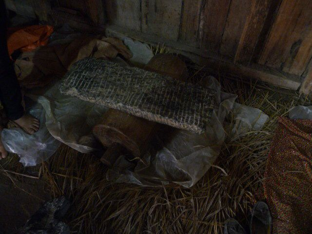 tissage en laie , les fils sont conservés dans de la cendre , le roulage de la laie est dur à faire et long , lesproduits sont beaux à souhait .